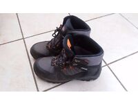 Walking boots, size 8, very good condition