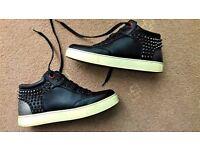 Men's Black Royaums Trainers / Sneakers Size U.K. 8
