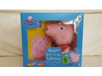 Peppa Pig Goes to the Library Book & Puppet set