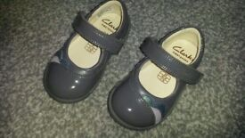 Clarkes Grey patent leather shoes small size 3F - Softly Caz