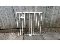 Lindam adjustable safety gate