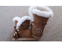Girls Boot with Faux Fur Lining UK size 11