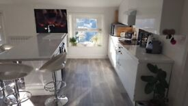 Sunny 2 bed Flat with parking