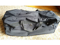Carlton International LARGE black wheeled holdall MINT condition used once only