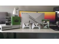 XBOX ONE S 500GB + 2 Controllers, Floating Grip Wall Mount, Headset Adapter + Call of Duty