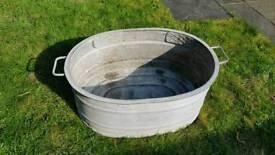 Vintage Galvanised vintage tub / trough