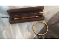 Stunning real leather pen in solid wood case