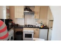 ***Lovely single large room minutes way to Shadwell Station***