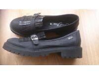 Women's black Italian shoes by Sweet Years size 40
