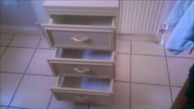 A BEAUTIFUL CHEST OF DRAWERS + FREE DELIVERY