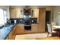 Modern 2 bed furnished flat close to Town Centre
