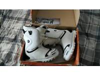 Snowboarding boots (Thirtytwo)