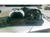 Xbox one with fifa 17, final fantasy, turtle beach headset, kinect, charger