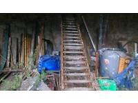 Bale escalator