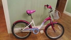 Girls bike..suit 6 to 10 yr old...very good condition..be a great xmas presy