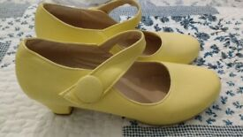 Yellow High Heel Shoes (size 7)