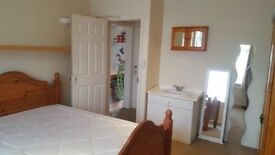 Double room to rent on Hollybush rd, close to the airport including bills £450pcm