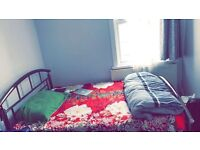 Large single room available for 1 person. All bills are included. E6 3AR