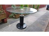 Round glass table In great condition!
