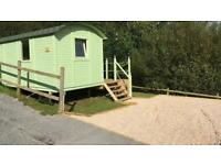 Warm and cosy shepherds hut with bathroom, decking and parking over looking pond