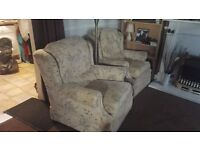Cottage style Three piece suite in very good condition £50 ono