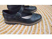 Clark's shoes size 4 1/2 Black