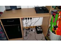 desk. beach/black