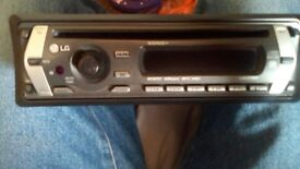 LG CD MP3 PLAYER CAR RADIO CAR STEREO .. NO WIRES LEADS