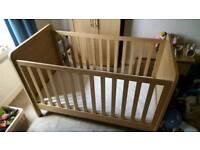 Mamas & Papas Rialto cot/bed with mattress