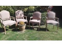 A SET OF FOUR UPHOLSTERED DINING CHAIRS