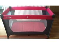 Baby travel cot in very good condition with respective transport bag!