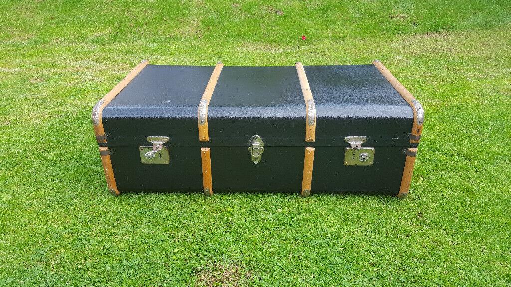 Gorgeous antique storage trunk / coffee table £50