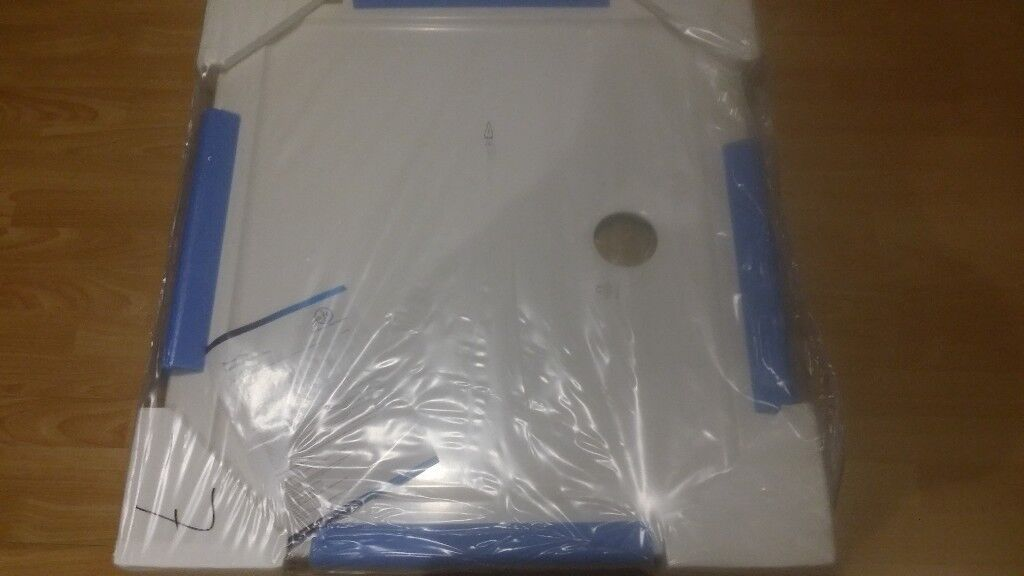 White shower tray 80x90cm with 90mm waste