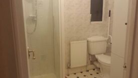 Double room with toilet and shower newbury park ilford £600