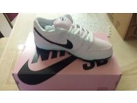 BRAND NEW NIKE UNISEX TRAINERS SIZE 8.5