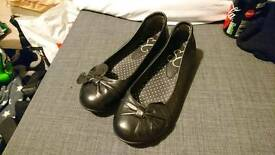 Size 5 Evans black shoes