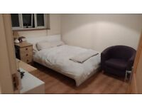 Double bedroom in a full furnished house near city-centre (Summertown)