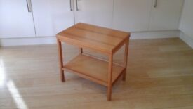 Pine extendable occasional table