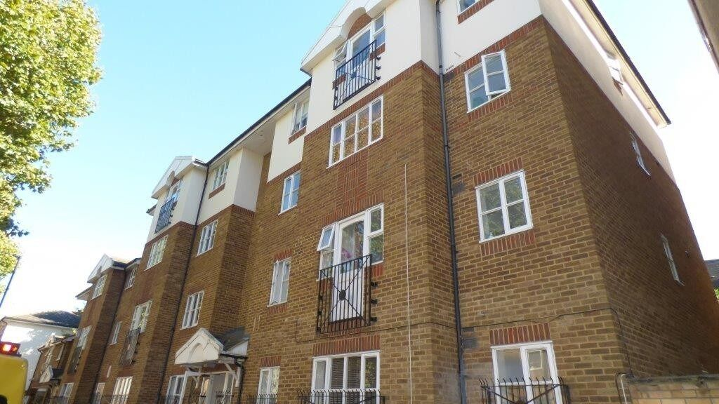 MUST SEE RECENTLY REFURBISHED ONE BEDROOM APARTMENT AVAILABLE FOR RENT