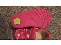 clarks baby girl shoes only worn once size 4 E