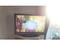 "37"" hd tv with freeview has remote"