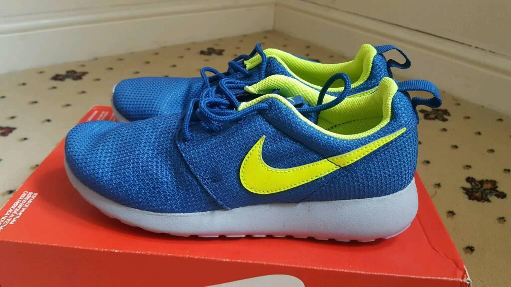 Nike roshruns blue and green bnib size 5.5