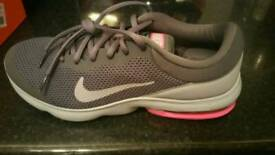 Women's Nike airmax advantage trainers