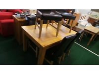 Immaculate Condition Extendable Dinning Table Solid Light Oak With 6 Leather Chairs