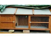Nearly new 6ft rabbit hutch