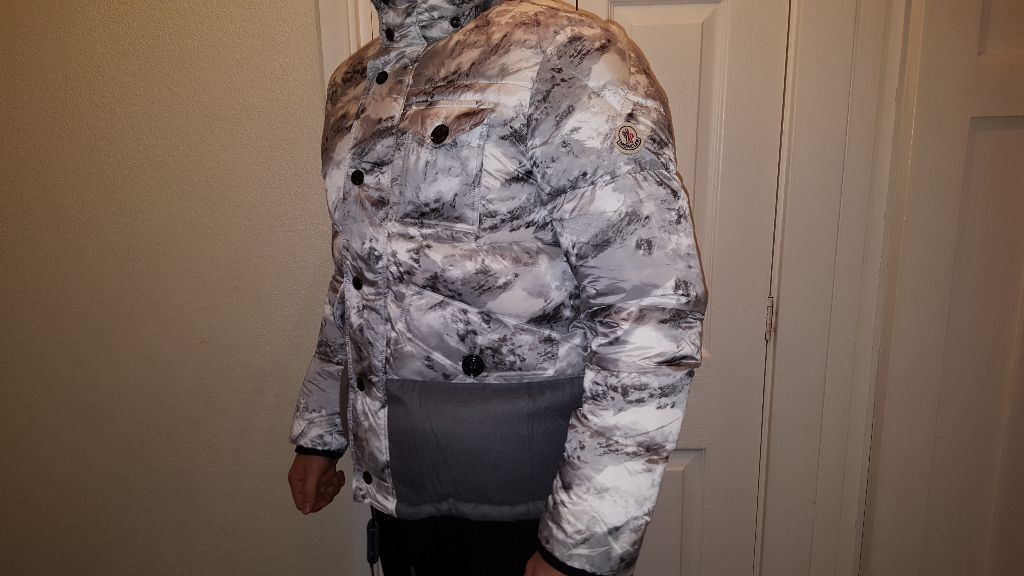 Men's MONCLER Snow Camouflage Bomber/Puffer Jacket SIZE 2/M GREAT CONDITION ( STONE