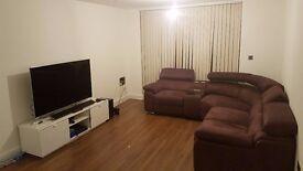 Very Large En-suite Bedroom in New Apartment