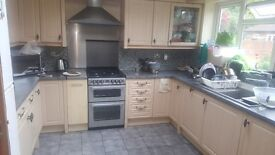 Double room available for a single professional or a couple