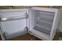 Lamona inbuilt under counter fridge