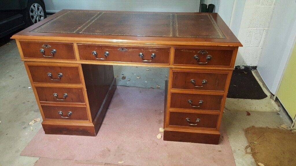 Reproduction Yew effect Captains desk